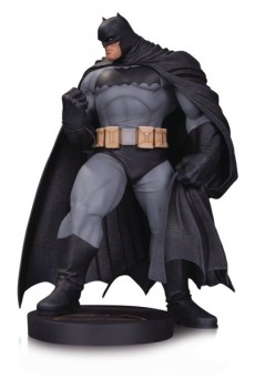 Figura Batman by Andy Kubert - DC Designer Series - Diamond Direct